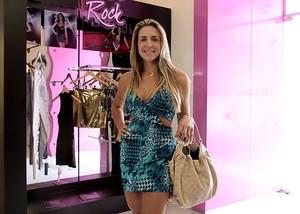 Joana Machado na loja da Planet Girls, em São Paulo- 24/10/2011 (Foto: Alessandra Gerzoschkowitz/ EGO)
