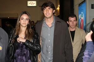 Kaká e a mulher, Caroline Celico (Foto: Agnews/Orlando Oliveira)