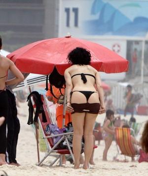 Leticia Sabatella na praia (Foto: Andre Freitas/ Ag. News)