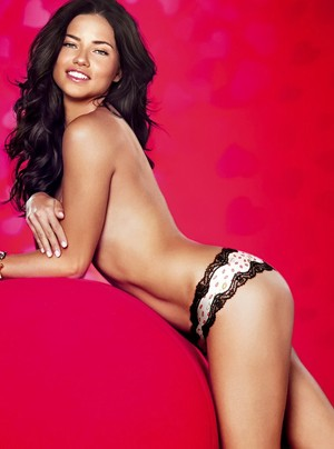 Adriana Lima posa para a Victoria Secret (Foto: Grosby Group)