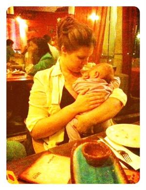 Carolinie Figueiredo com a filha  (Foto: Reprodução/Twitter)