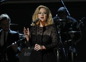 Adele se apresenta no Grammy em Los Angeles, nos EUA (Foto: Reuters/ Agência)