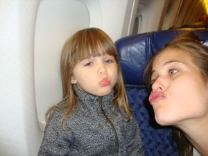 Luiza Valdetaro e a filha (Foto: Bloglog/Reprodução)