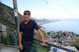Vincent Cassel no Vidigal, no Rio (Foto: Daniel Delmiro / AgNews)