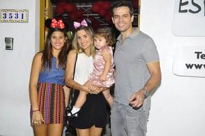 Flávia Alessandra com a família (Foto: Roberto Teixeira / EGO)