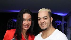 Belo e Gracyanne Barbosa em lançamento de livro (Foto: Anderson Borde / AgNews)