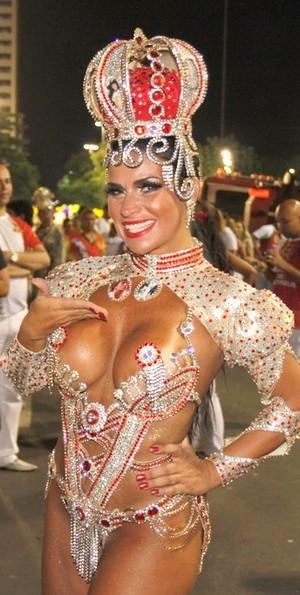 Solange Gomes na Sapucaí (Foto: Marcos Serra Lima / EGO)