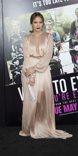 Jennifer Lopez e na première do filme 'O Que Esperar Quando Está Esperando' em Los Angeles, nos Estados Unidos (Foto: AFP/ Agência)