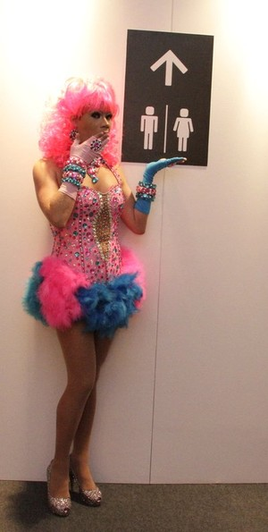 Drag Queen no Fashion Rio (Foto: Isac Luz/EGO)