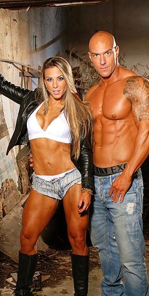 Michelly e namorado  (Foto: Bauer Studio/Divulgação)