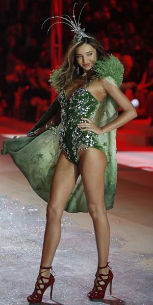 Miranda Kerr no Victoria's Secret Fashion Show (Foto: Carlo Allegri/ Reuters)