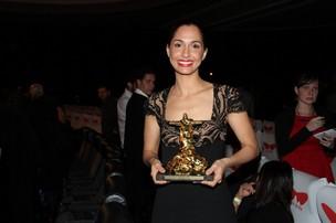 Camila Pitanga é premiada no festival do Rio (Foto: Philippe Lima e Roberto Filho/ Ag.News)