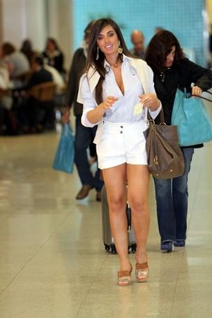 Nicole Bahls passeia  em aeroporto (Foto: Leotty Junior / AgNews)