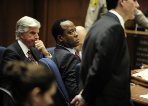 Conrad Murray, médico de Michael Jackson, em seu julgamento (Foto: Reuters)