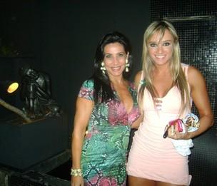 Scheila Carvalho e Juju Salimeni em restaurante em Goiânia (Foto: Fausi Humberto/ Divulgação)