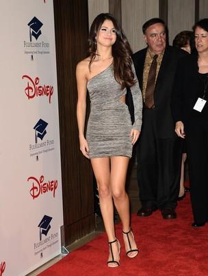 Selena Gomez em evento de gala em Beverly Hills (Foto: Getty Images)