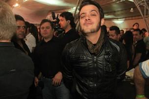 O ex-BBB Max Porto na gravação do DVD da dupla Alan e Alisson, em Juiz de Fora (MG) (Foto: Marco Macedo / Divulgação)