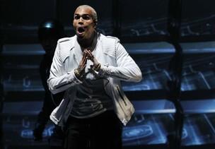 Chris Brown no American Music Awards em Los Angeles, nos Estados Unidos (Foto: Reuters/ Agência)