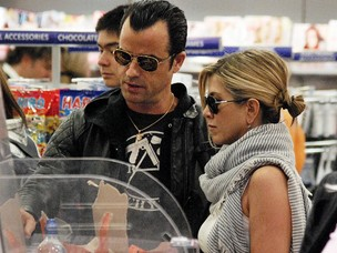 Jennifer Aniston e Justin Theroux (Foto: Agência Brainpix)
