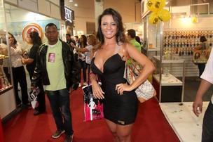 Carol Abranches em evento de beleza no Rio (Foto: Leotty Junior/ Ag. News)