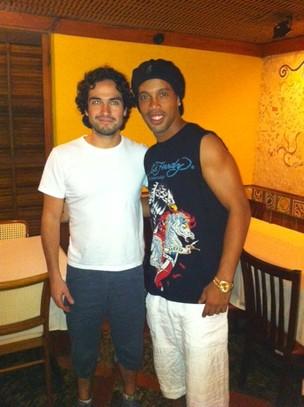 Ronaldinho Gaúcho em restaurante na Barra da Tijuca, Zona Oeste do Rio (Foto: Twitter/ Reprodução)