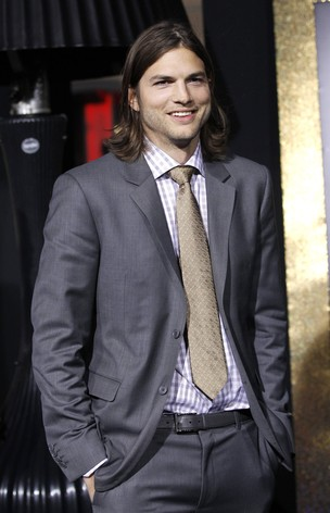 Ashton Kutcher na pré-estreia do filme 'New Year's Eve' em Hollywood, nos Estados Unidos (Foto: Reuters/ Agência)