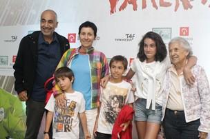Cássia Kiss Magro com a família no espetáculo 'Varekai', do Cirque du Soleil (Foto: Raphael Mesquita / Photo Rio News)
