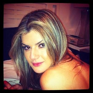 Mirella Santos posa para foto sem as lentes de contato azuis (Foto: Twitter/ Reprodução)