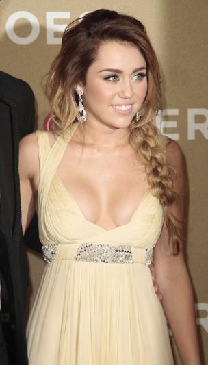 Miley Cyrus no 'CNN Heroes: An All-Star Tribute' em Los Angeles, nos Estados Unidos (Foto: Reuters/ Agência)