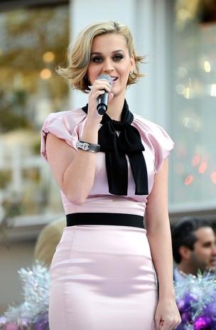 Katy Perry e sua barriguinha saliente (Foto: Agência/Getty)