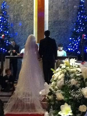 Aparecida e Felipe Dylon no altar (Foto: EGO)