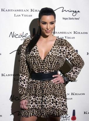 Kim Kardashian em inauguração de loja (Foto: Agência Reuters)
