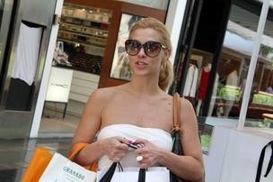 Carolina Dieckmann em shopping na zona sul do Rio (Foto: Daniel Delmiro/ Ag.News)
