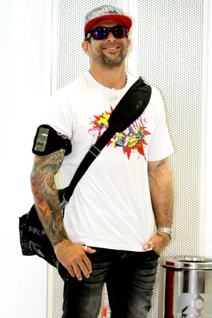 Marcelo Dourado no aeroporto Santos Dumont (Foto: Henrique Oliveira/Photo Rio News)