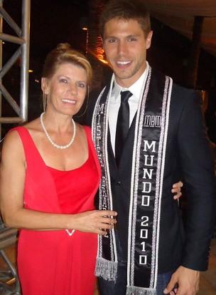 Jonas com a mãe Marlene (Foto: Facebook)