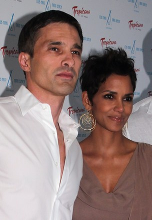 Halle Berry e o noivo, Olivier Martinez (Foto: Getty Images)