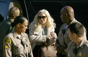 Lindsay Lohan chega para audiência (Foto: Agência/Reuters)