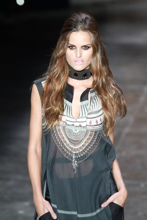 Izabel Goulart desfila para a Animale no SPFW (Foto: Raphael Mesquita / Photo Rio News)