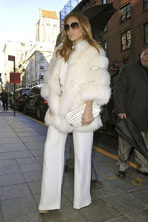 Jennifer Lopez chega ao hotel em Nova York (Foto: Honopix)