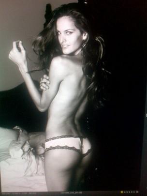 Izabel Goulart posta foto de lingerie no Twitter (Foto: Twitter / Reprodução)