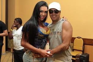 Gracyanne e Belo na bacalhoada na Unidos da Tijuca (Foto: Marcello Sá Barreto/ Ag. News)
