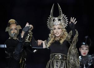 Madonna se apresenta no Super Bowl (Foto: Reuters/ Agência)