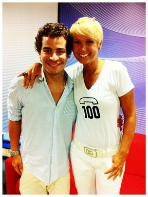 Thiago Martins posa com Xuxa (Foto: Reprodu&#231;&#227;o / Facebook)
