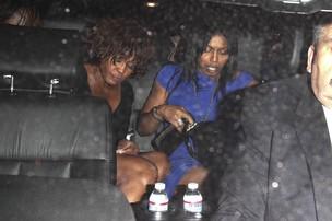 Última aparição pública de Whitney Houston foi deixando uma boate (Foto: Honopix)