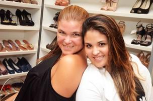 Cristiana Oliveira e a filha, Rafaella, em coquetel de loja, no Rio (Foto: Ari Kaye / Divulgação)
