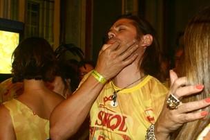 Dado Dolabella se diverte em camarote do carnaval do Recife (Foto: Marcos Porto/Ag News)