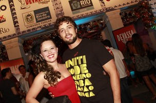 Rafael Cardoso com a mulher (Foto: Isac Luz/EGO)
