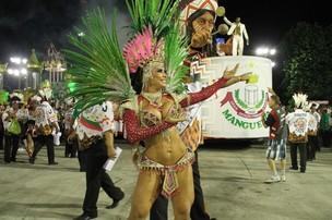 Scheila Carvalho desfila pela Mangueira (Foto: Thyago Andrade / Photo Rio News)