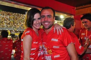 Deborah Secco e Roger Flores (Foto: Roberto Teixeira / EGO)