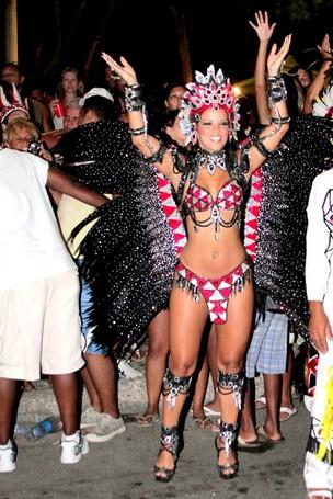 Renata Santos em bloco no Recreio, no Rio (Foto: Marcello Sá Barretto/AgNews)